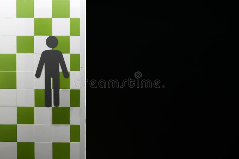 restroom Símbolos del hombre en la pared con las casillas blancas verdes y Lugar público Copyspace Freespace negro fotografía de archivo