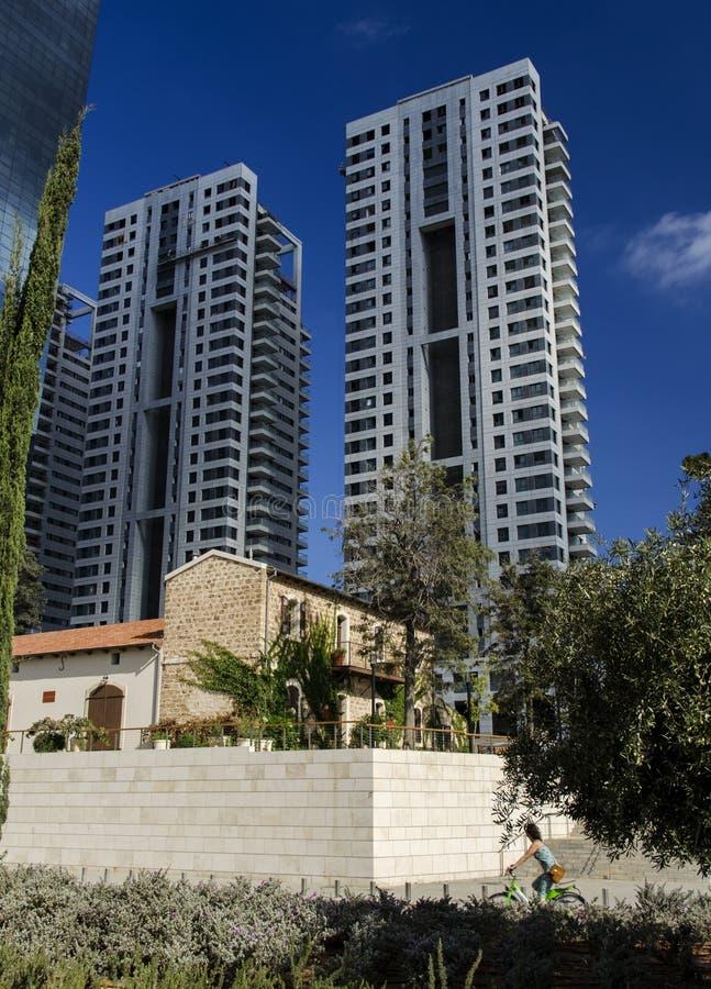 Download Resturant Después De La Preservación Contra Edificios Altos Modernos Foto editorial - Imagen de israel, cielo: 44850201