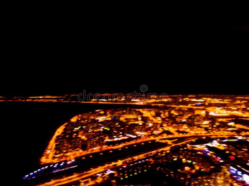 Resuma la opinión aérea borrosa de la noche del fondo de una ciudad grande Bokeh del panorama del paisaje urbano en la noche Vist imagen de archivo libre de regalías