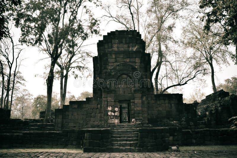 Resztki budynek przy Prasat Muang Śpiewają Dziejowego parka zdjęcie royalty free