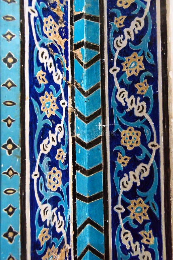 Resztki dekorować błękitne mozaik płytki na ścianie wśrodku Błękitnego meczetu w Tabriz Wschodnia Azerbejdżan prowincja Iran zdjęcia stock