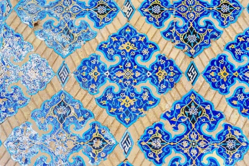 Resztki dekorować błękitne mozaik płytki na ścianie wśrodku Błękitnego meczetu w Tabriz Wschodnia Azerbejdżan prowincja Iran obraz stock