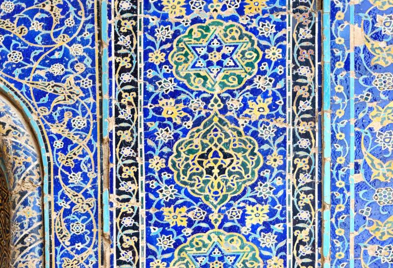Resztki dekorować błękitne mozaik płytki na ścianie wejście Błękitny meczet w Tabriz Iran fotografia stock