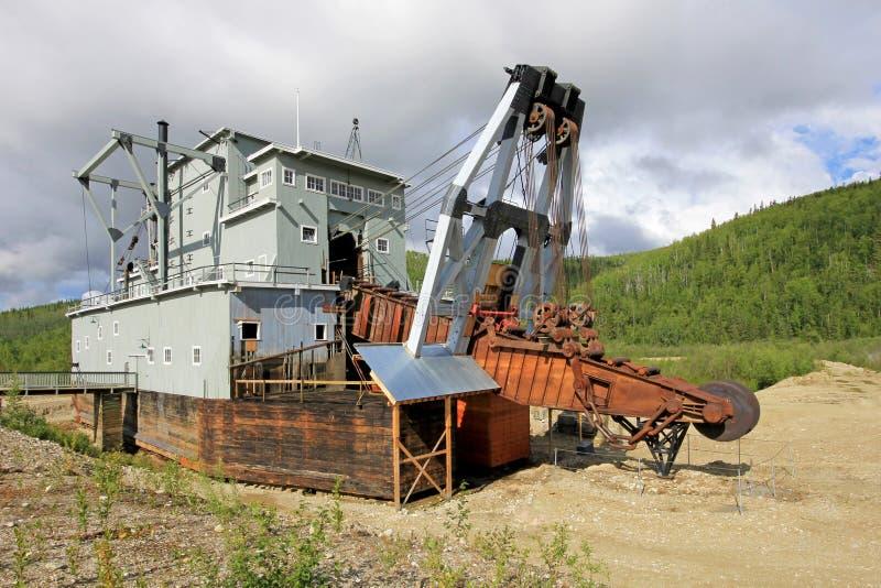 Resztki dziejowego delelict złocista bagrownica na żyły złota zatoczce blisko Dawson miasta, Kanada obrazy royalty free