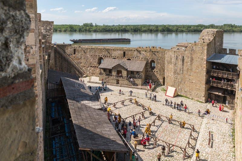 Resztki forteca ?ciana i zegarowy wierza w ruinach Smederevo forteca, stoi na bankach Danube R zdjęcia stock
