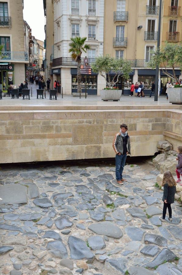 Resztki Przez Domitia w centrum miasta Narbonne obrazy stock