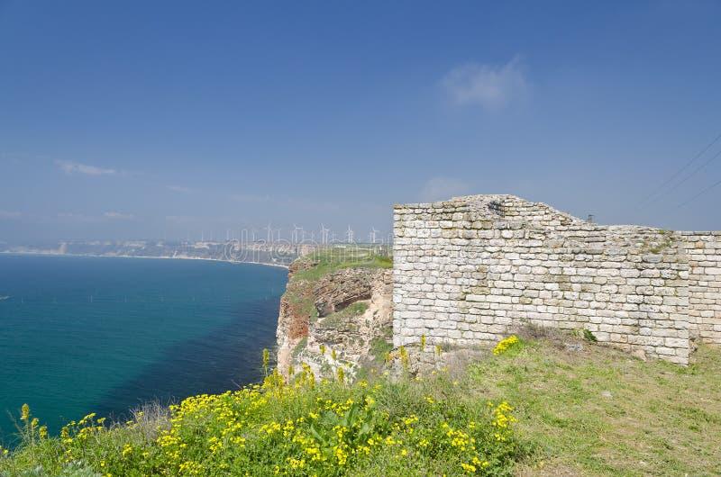 Download Resztki średniowieczny Forteca Zdjęcie Stock - Obraz złożonej z półwysep, pałac: 57654750