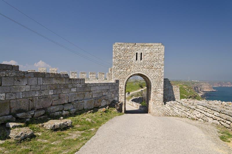 Download Resztki średniowieczny Forteca Zdjęcie Stock - Obraz złożonej z niebo, forteca: 57654842