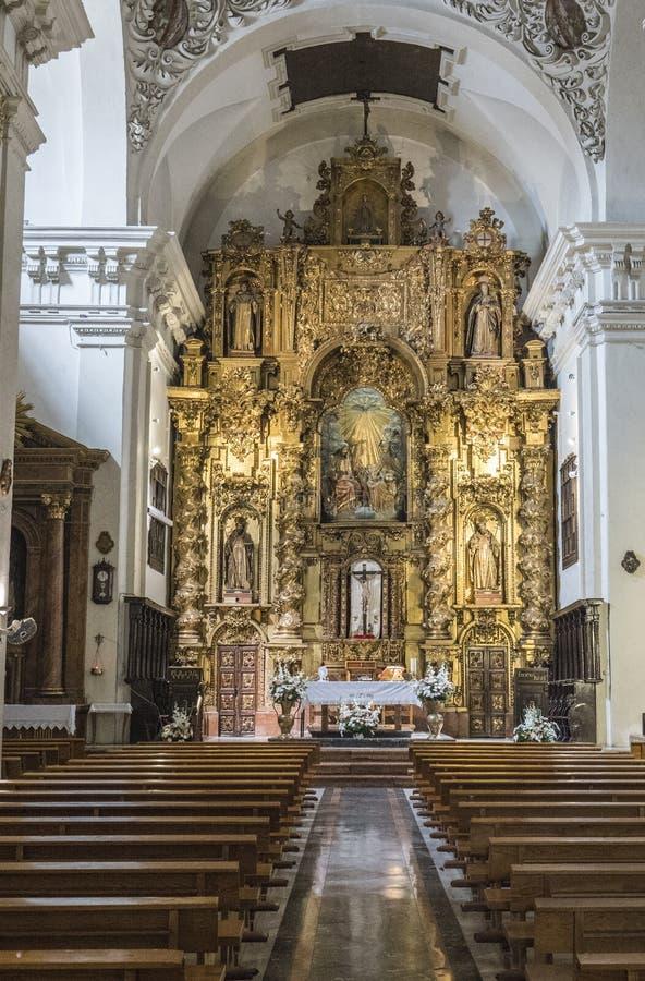 Retábulo e a abóbada na capela principal da igreja de nossa senhora de Grace, Almeria, a Andaluzia, Espanha imagem de stock