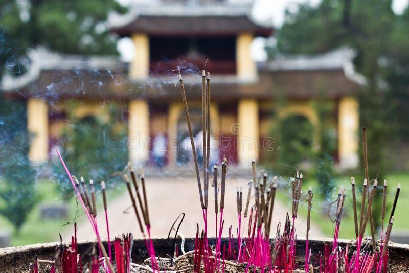 Reta upp sticks i den Thien Mu pagodaen, tonen, Vietnam arkivbilder