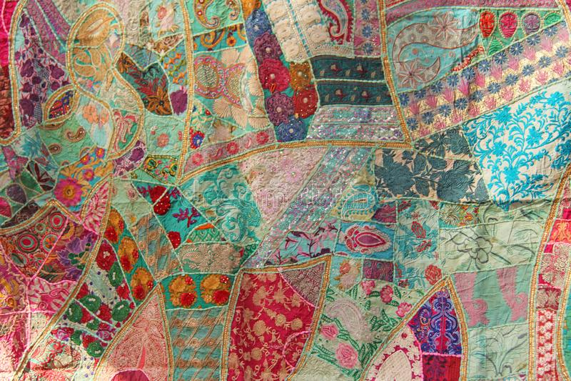 Retalhos do índio O bordado da Índia coloriu Fundo oriental indiano colorido brilhante fotos de stock