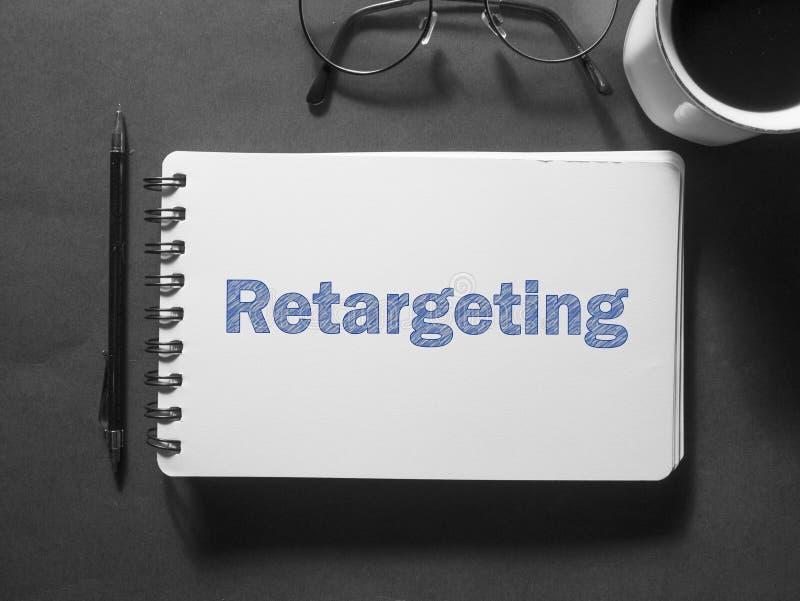 Retargeting Geschäfts-vermarktendes Wort-Typografie-Konzept lizenzfreie stockbilder