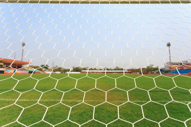 Rete di calcio con il fondo dell'erba verde fotografia stock