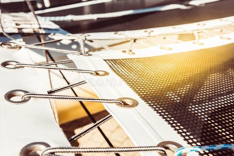 Rete di sicurezza moderna dell'yacht immagini stock
