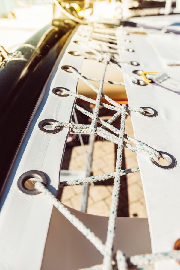 Rete di sicurezza moderna dell'yacht immagine stock