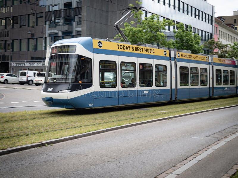 Rete di trasporti di Zurigo o ZVV che corre lungo le piste immagini stock libere da diritti
