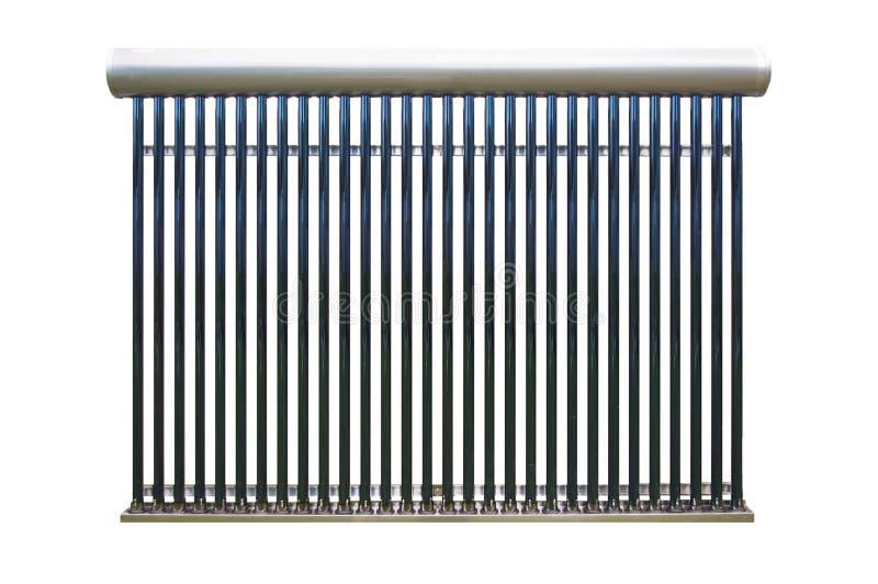 Rete di tubazioni solare del riscaldamento dell'acqua sopra bianco fotografia stock