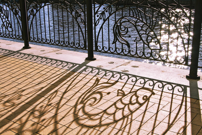 Rete fissa decorata del ferro saldato fotografia stock libera da diritti