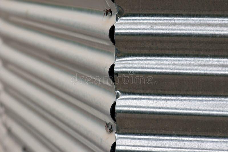 Rete fissa ondulata del metallo immagine stock