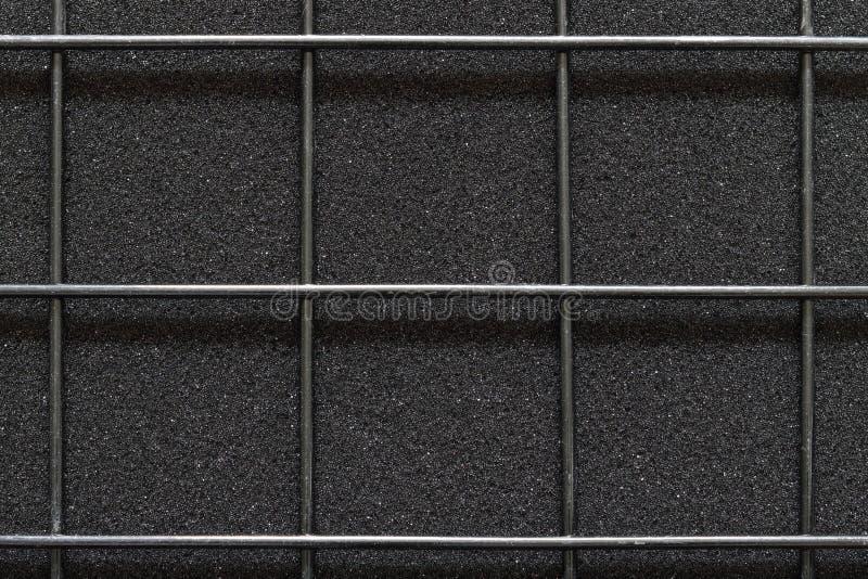 Rete metallica saldata sulla struttura di colore nero approssimativo materiale fotografia stock libera da diritti