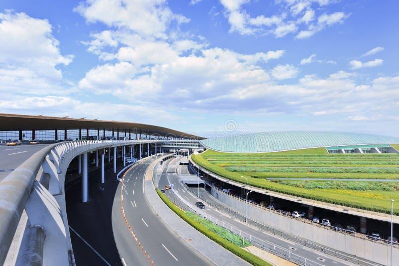 Rete stradale intorno al terminale di aeroporto capitale di Pechino 3, terminale secondo più esteso nel mondo fotografie stock libere da diritti