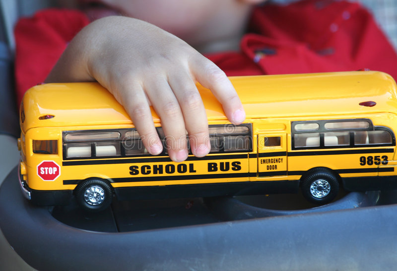 Download Retenez l'autobus scolaire photo stock. Image du jaune - 2142852