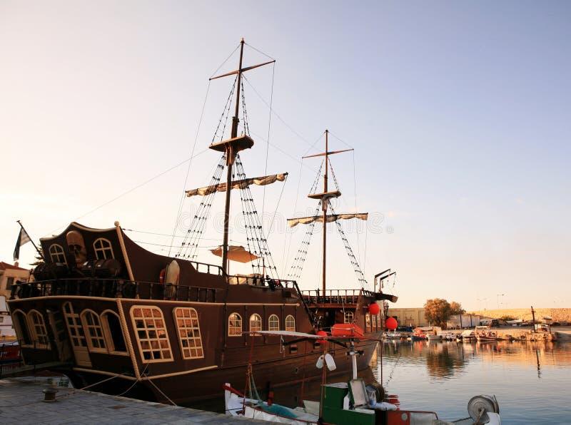 Rethymno crete Grecia del barco del pirata foto de archivo libre de regalías