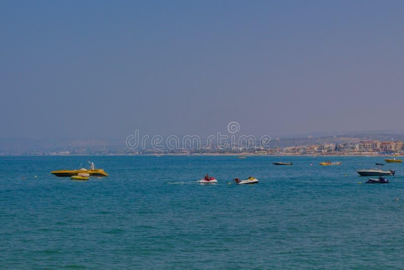 Rethymno, Grèce - 1er août 2016 : Sports aquatiques sur le beac public photos stock