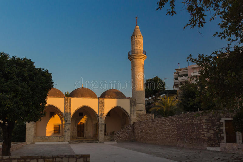 Rethymno, Grecia - 28 de julio de 2016: Museo paleontológico, templo anterior de Mastaba aka Veli Pasha Mosque foto de archivo