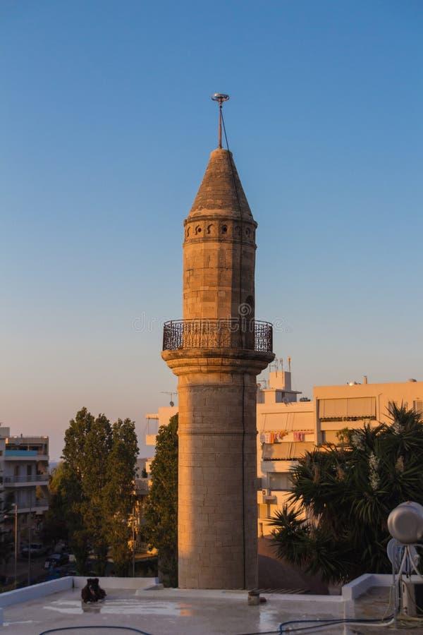 Rethymno, Grecia - 28 de julio de 2016: Museo paleontológico, templo anterior de Mastaba aka Veli Pasha Mosque imagen de archivo