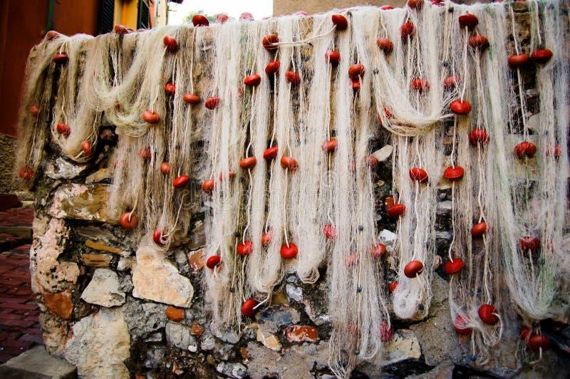 Reti da pesca che si asciugano nell'area turistica conosciuta come boccadasse a Genova Italia immagine stock libera da diritti