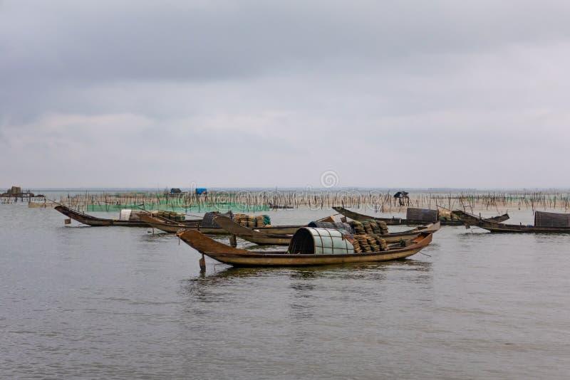 Reti da pesca e imbarcazioni vicino a Da Nang, Vietnam fotografia stock