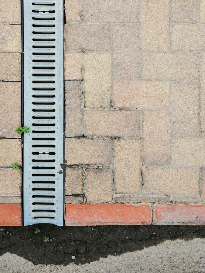 Reti fognarie lineari e profonde di superficie immagine stock libera da diritti