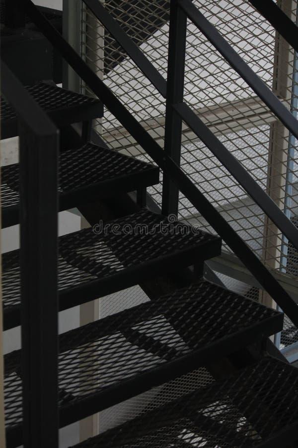 Reticolato della maglia del recinto Fondo del recinto di filo metallico Recinto senza cuciture del collegamento a catena del meta immagine stock