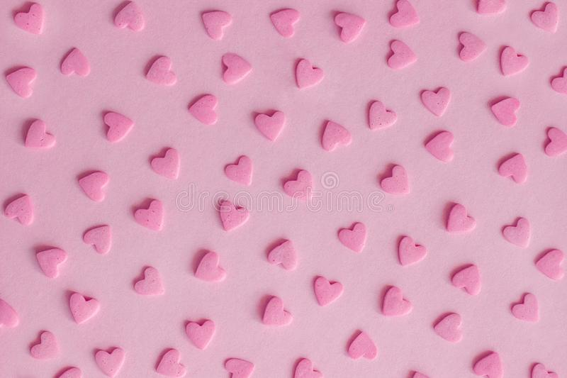 Reticolo Cuori rosa della confetteria su fondo rosa, struttura fotografie stock libere da diritti