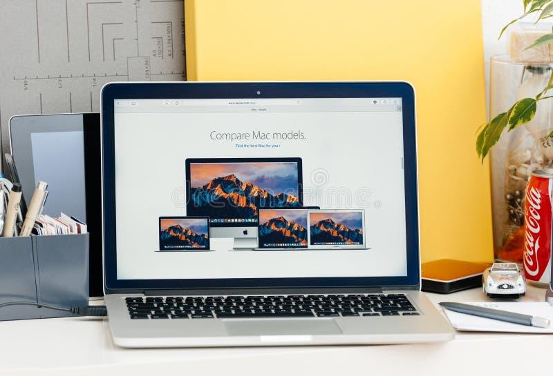 A retina nova de MacBook Pro com barra do toque compara modelos do Mac fotos de stock