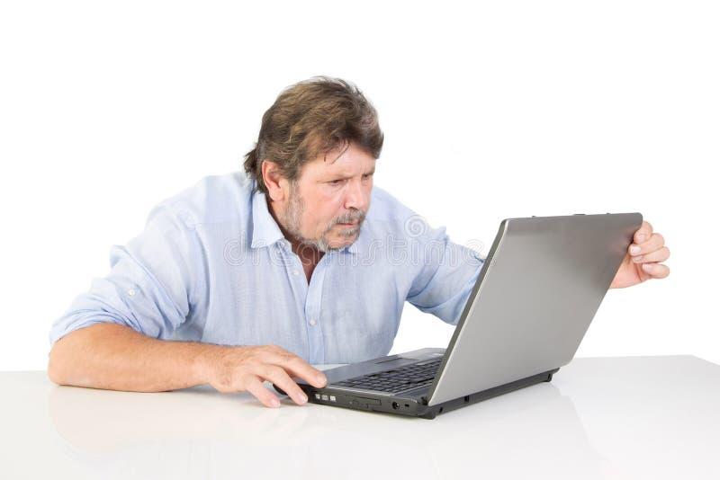 Retiré irrité avec son ordinateur photos stock