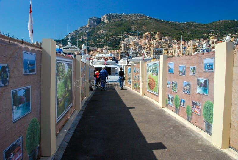 Retire a cidade do porto em Mônaco imagem de stock royalty free