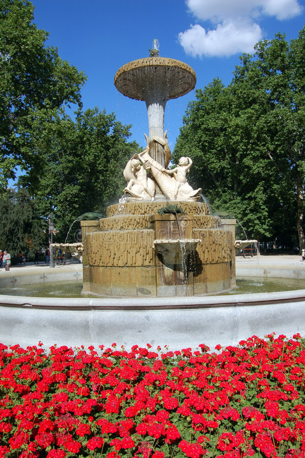 retiro fontann park jest Madryt fotografia royalty free