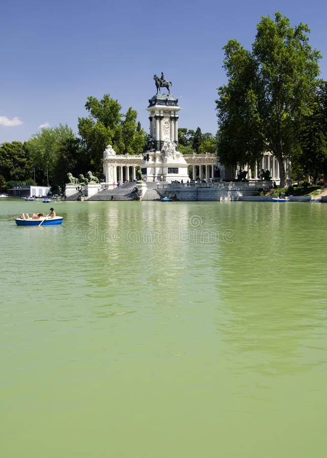 Download Retiro Park Lake, Madrid Stock Image - Image: 25954701