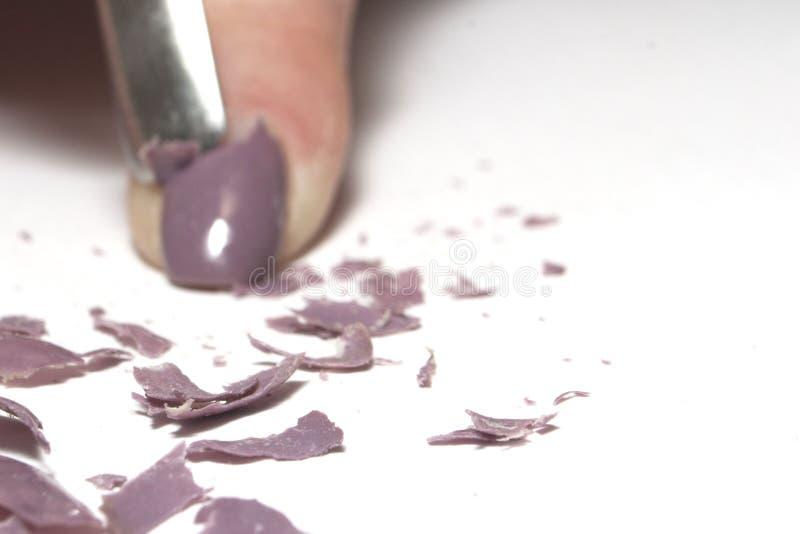Retrait de vernis à ongles, fond brouillé images libres de droits