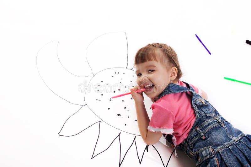 Retrait heureux de petite fille images stock