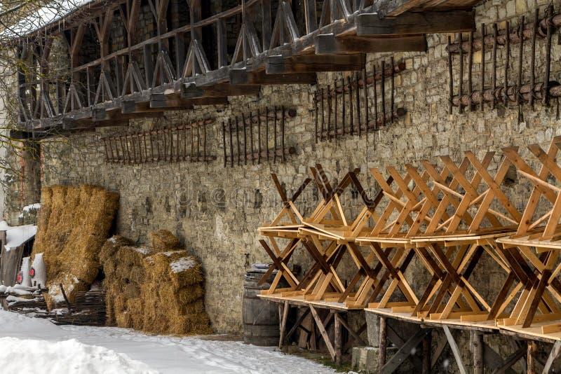 Retranchez-vous les murs et les tours de la ville Kamenetz-Podolsk images libres de droits