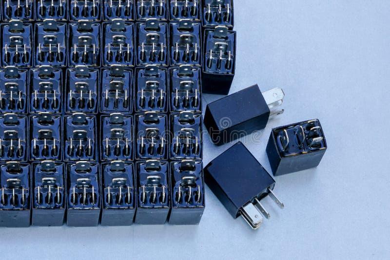 Retransmisiones con cinco salidas para los sistemas eléctricos automotrices fotos de archivo