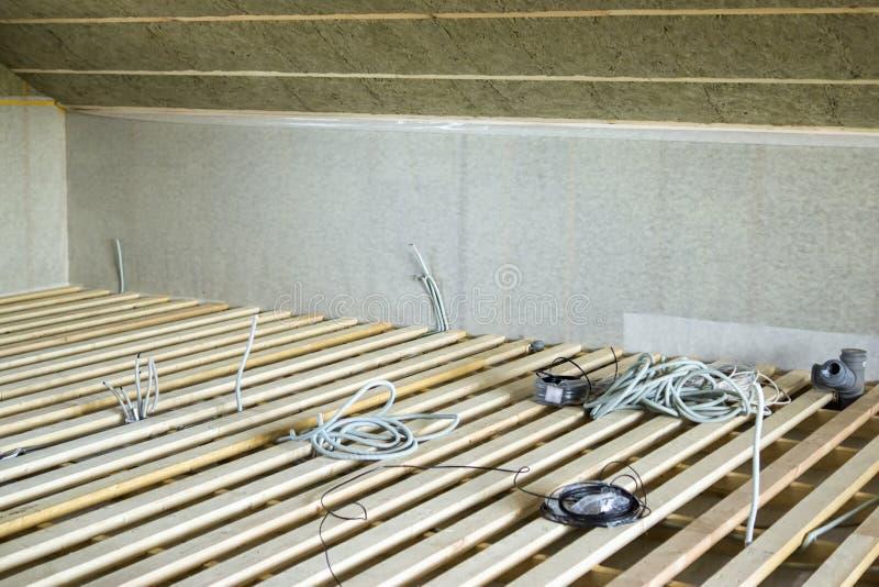 Retrasos y cableado antes de solar fotografía de archivo libre de regalías