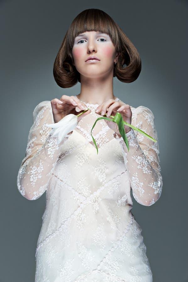 Retrato à moda da mulher com tulip imagens de stock royalty free