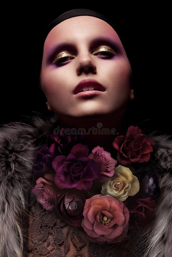 Retrato à moda de uma mulher fotos de stock