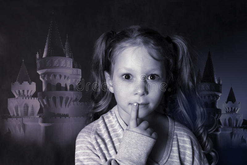 Retrato 5 anos de menina no estúdio fotos de stock