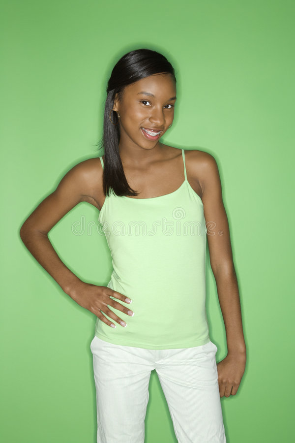 Retrato adolescente de la muchacha del African-American. imagen de archivo