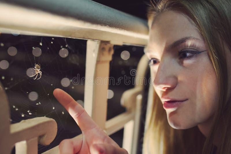 Retrato adolescente de la noche de la muchacha imagen de archivo libre de regalías